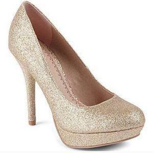 Olsenboye Shoes - 3/$60 NWOB Olsenboye Opepper Glitter Pump SZ 7